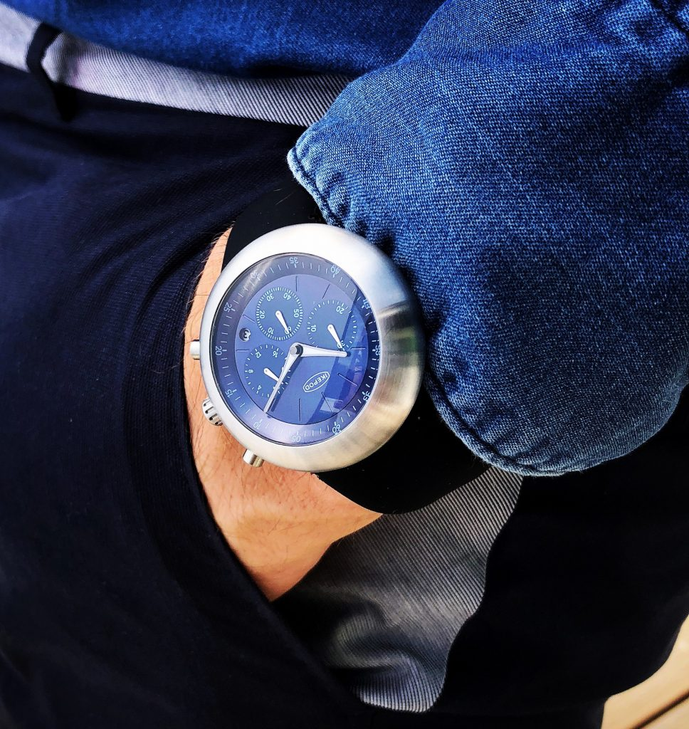 Ikedpod with blue dial.