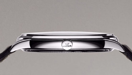 The watch measures 7.9mm in thinness.