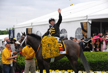 Jockey Gary Stevens on Oxbow celebrates. (photo: Diane Bondareff/Invision for Longines/AP Images)