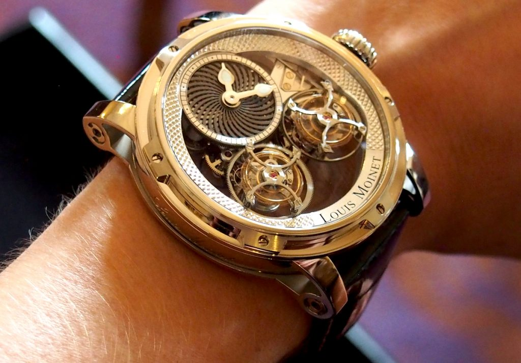 Louis Moinet Mobilis on the wrist has a beautiful fit.
