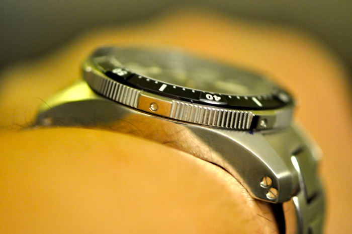 The COSC-certified movement features the SpringLOCK system.