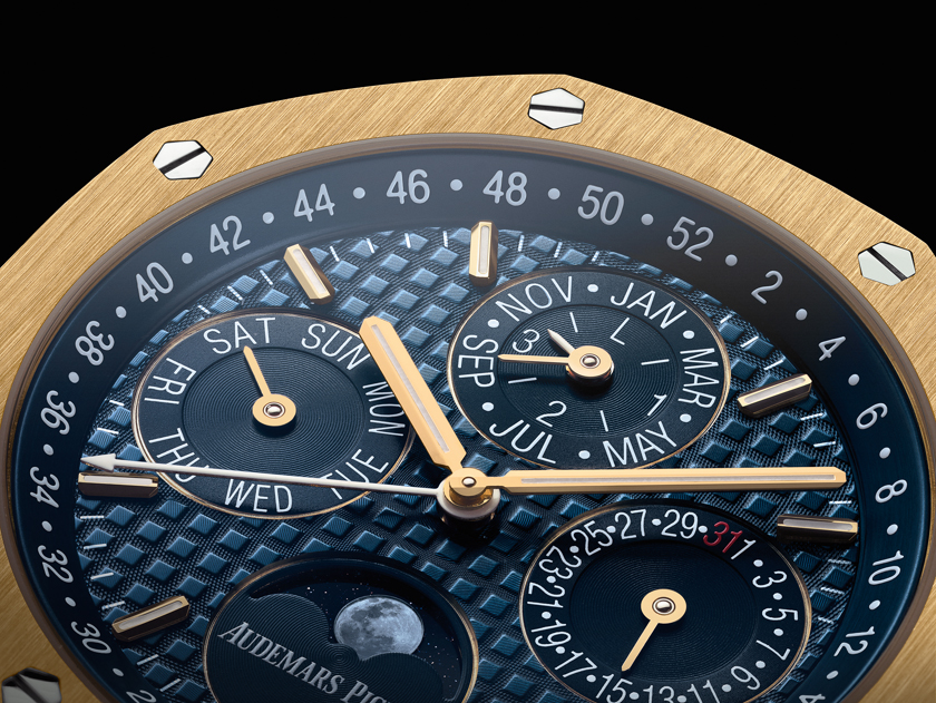 The watch features a sumptuous yellow gold bracelet and 41mm case