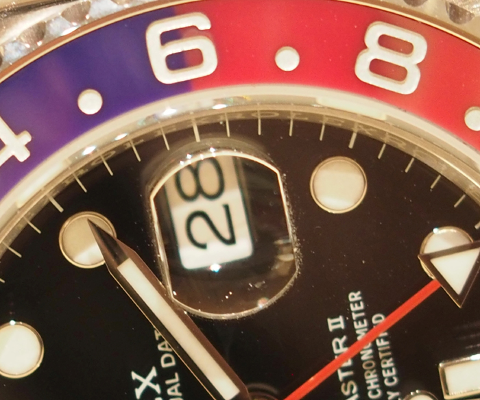 The coloration of the bezel with distinctive start/end colors is the result of a patented process.