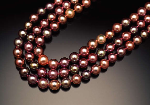 Rich brown and dark hues give these Chinese freshwater pearls even more allure.