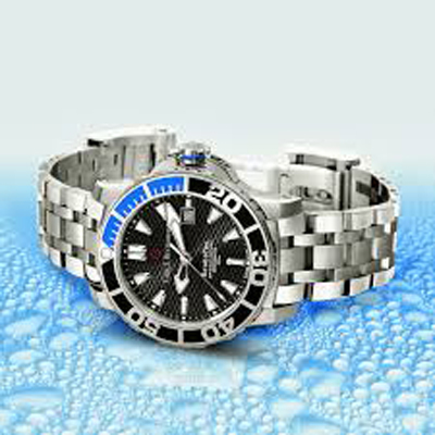 The Patravi ScubaTec is available on bracelet with extension for wetsuit, or on rubber strap.