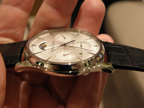 side view of the 9.2mm thick case of the Jager-LeCoultre Master Ulra-Thin perpetual