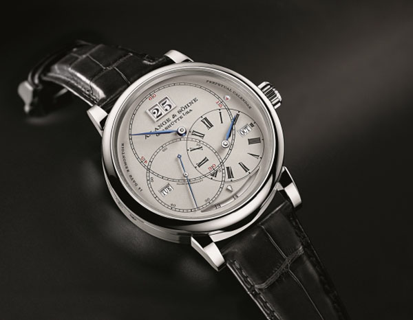 The regulator style dial packs so much information into it, yet is clean, crisp and elegant.