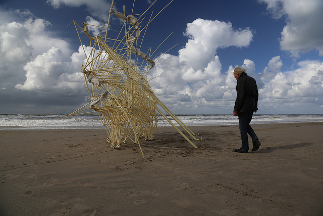 Theo Jansen Strandbeests  on the beach (photo: Uros Kirn)