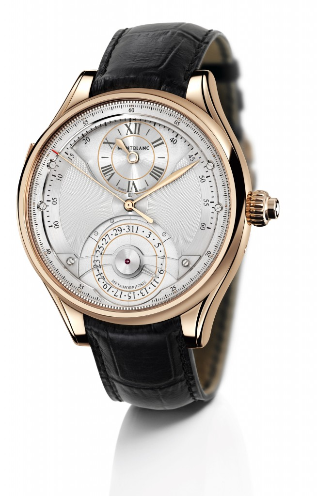 The classical dial offers time and date with different finishings than the chronograph dial.