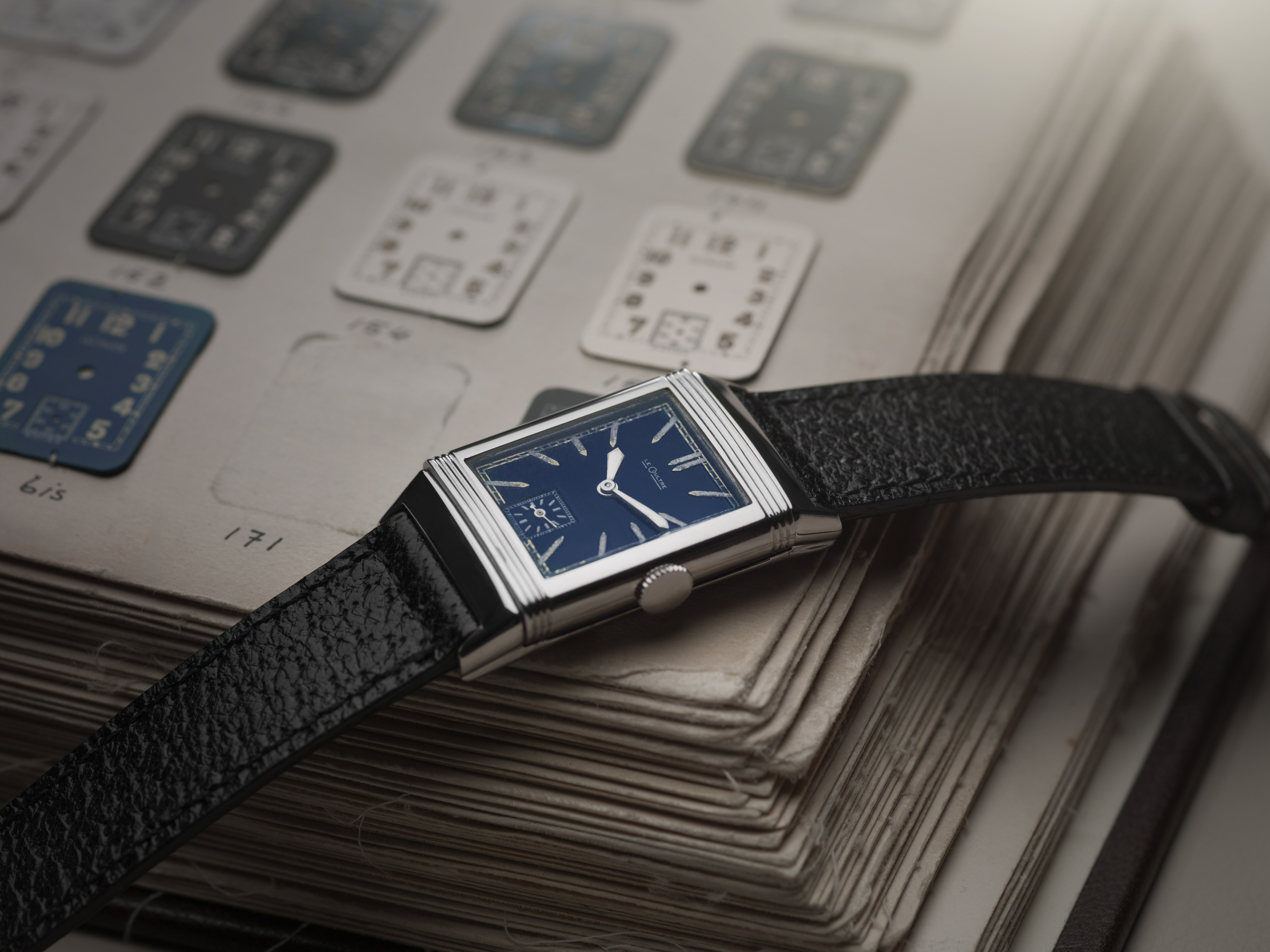 1933_reverso_with_blue_lacquered_dialcjohannsauty