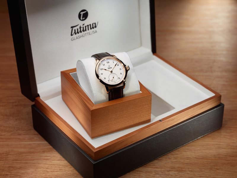 Sold in a special presentation box, the Patria is the perfect gift of time for Father's Day.