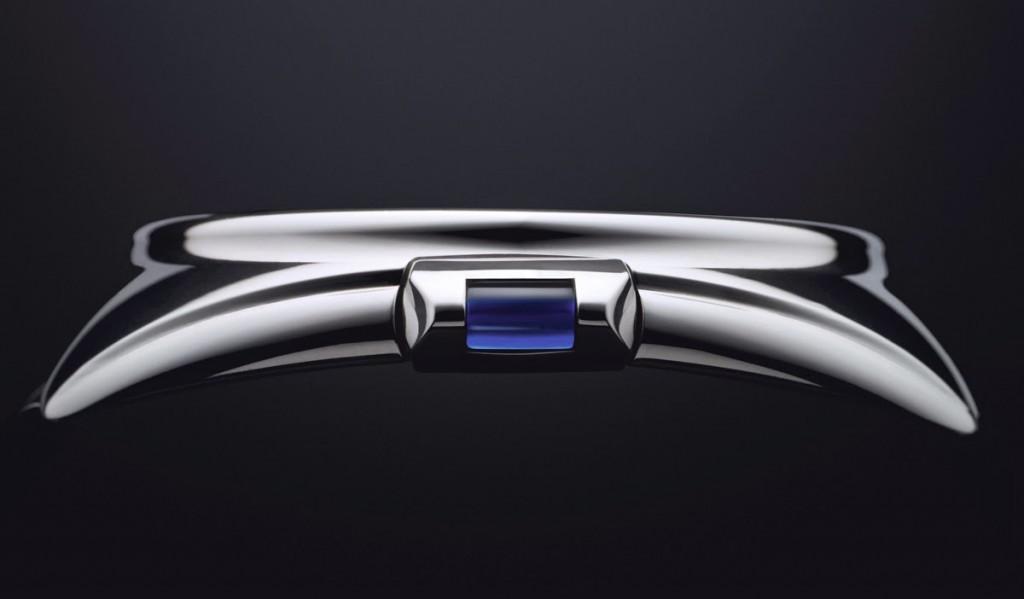 Profile view of the Cle de Cartier