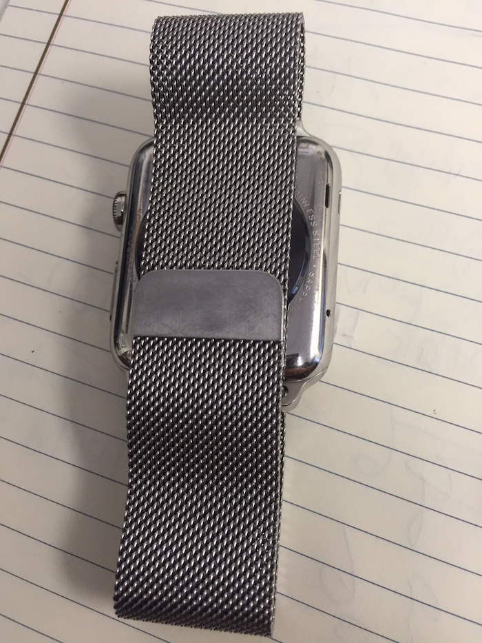 The mesh bracelet is held closed with a magnet. (photo C: Norman Miller)