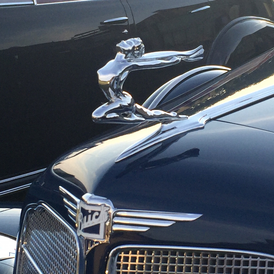 Buick Super Eight hood ornament (photo: R. Naas)