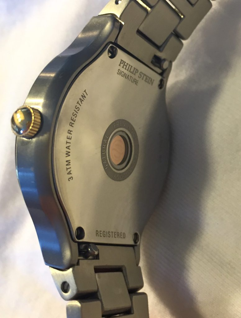 The Natural Frequency Technology operates via a disk visible through the caseback.