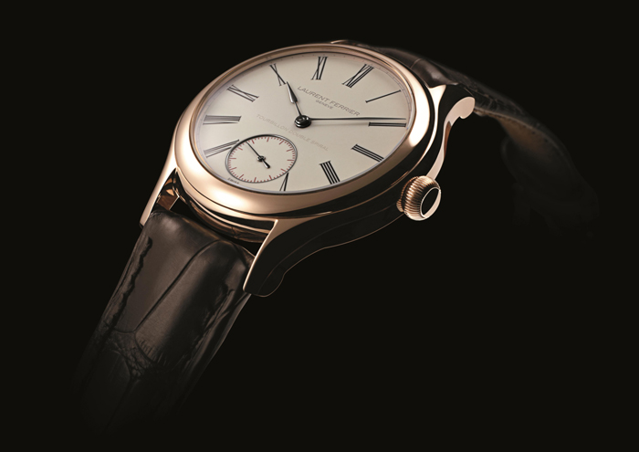 The Laurent Ferrier Galet Classic Tourbillon Double Spiral does not reveal the tourbillon escapement on the dial side.