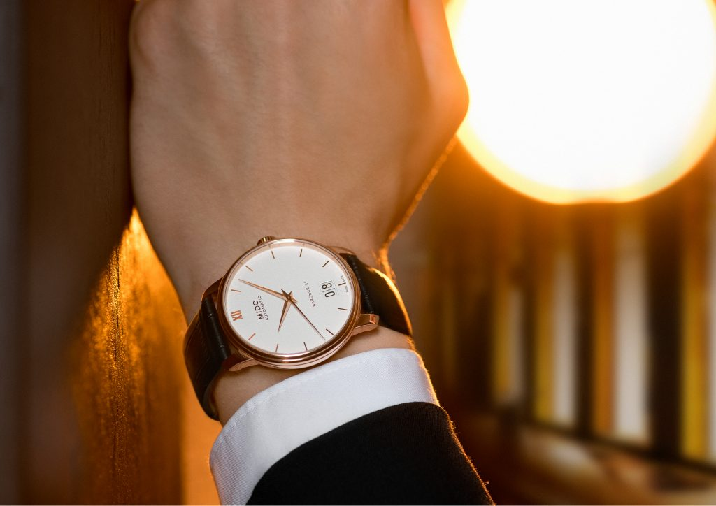Mido Automatic Baroncelli Big Date watch on the wrist offers simple elegance.