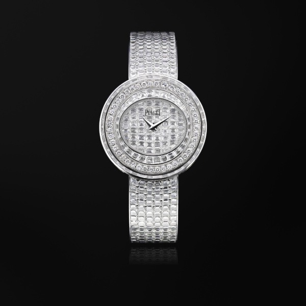 Piaget Possession, oval within a round shape
