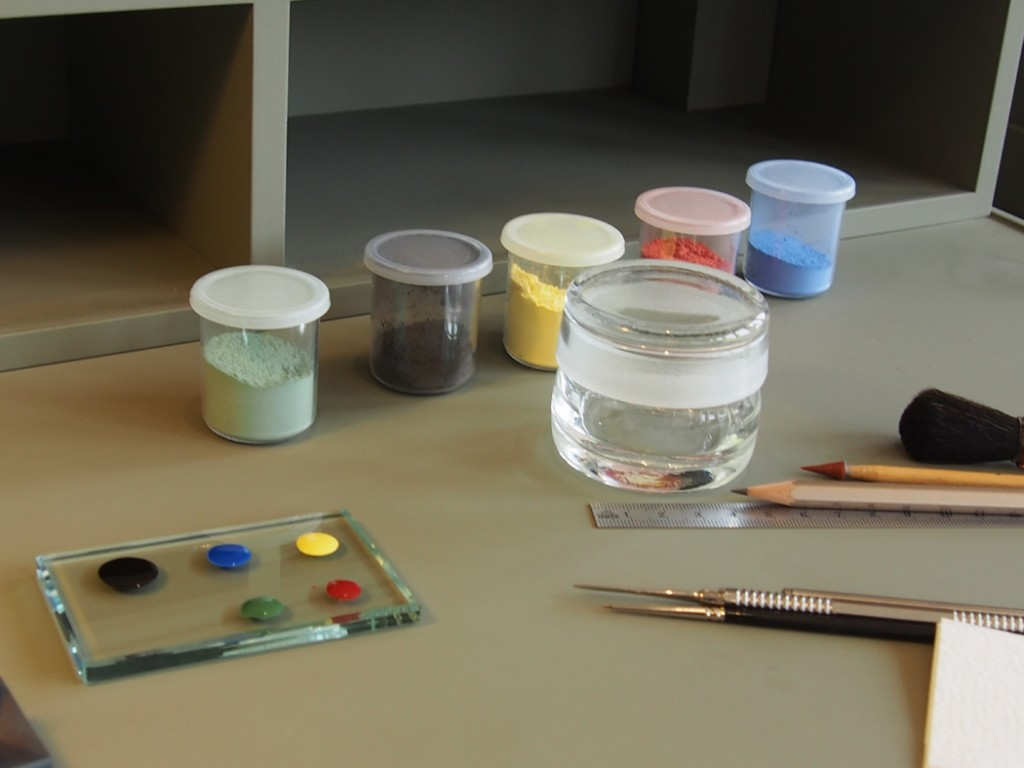 hand-painting work station at Jaeger-LeCoultre (Photo: R.Naas)