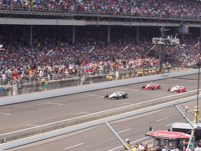 In the final laps, Montoya pulled out ahead for his second Indy 500 win (photo: R.Naas)