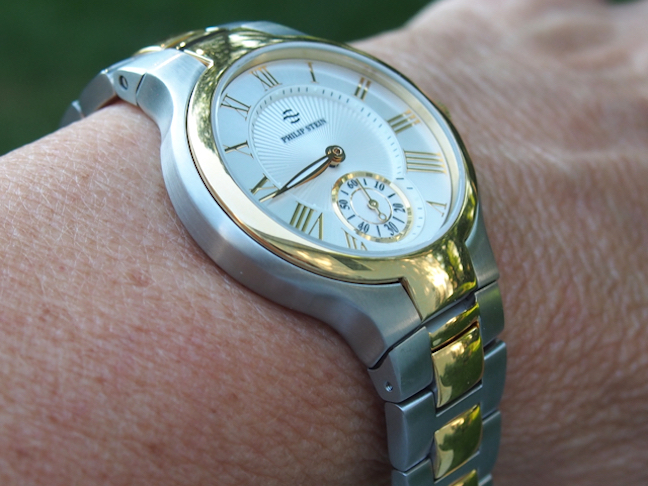 The watch has a very elegant two-tiered dial with guilloche center.