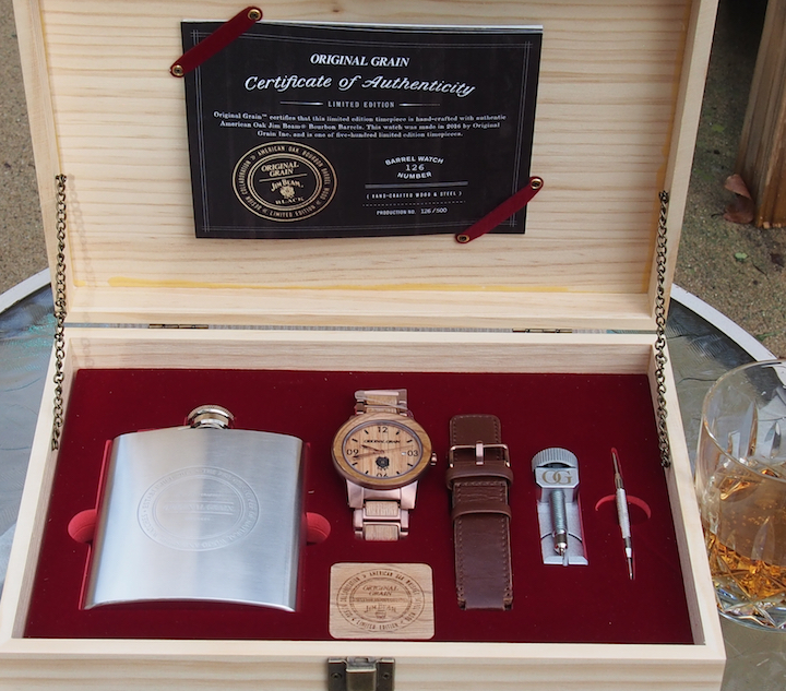 The Original Grain Jim Beam Gentlemen's kit includes the watch with bracelet, leather strap, changing tools, flask, authenticity certificate and more.