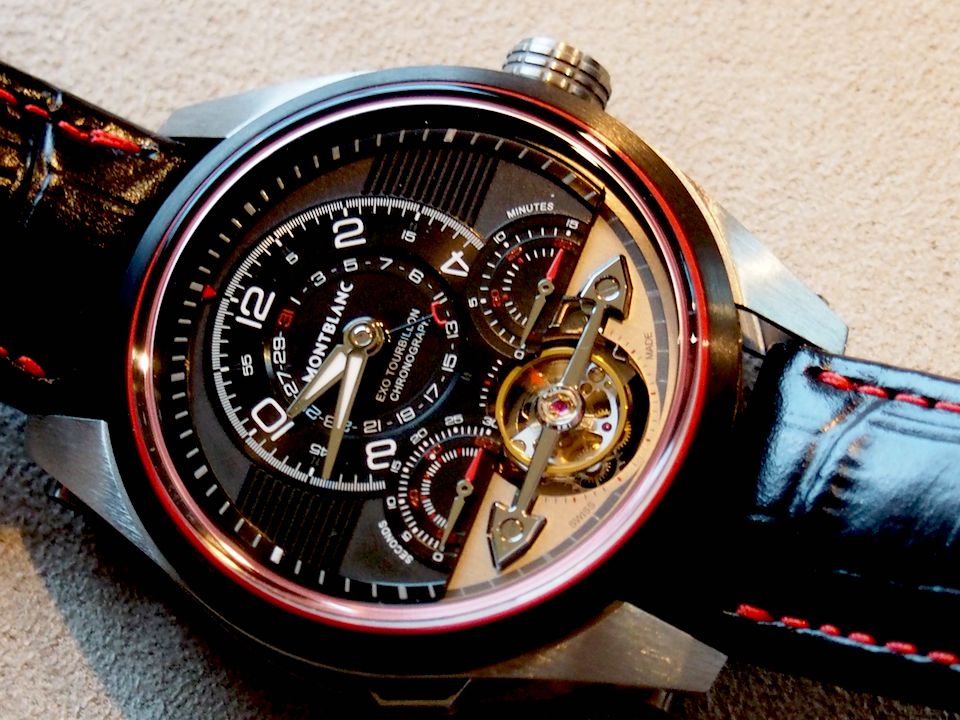 The watch blends the high-tech patented movement, with high-tech materials and stealth design (photo:R. Naas)