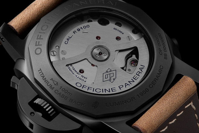 The caseback of the Pam 580 offers a view of the movement