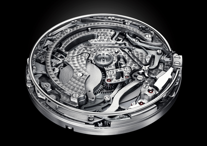 The complex movement of the Poker watch consists of more than 650 parts.