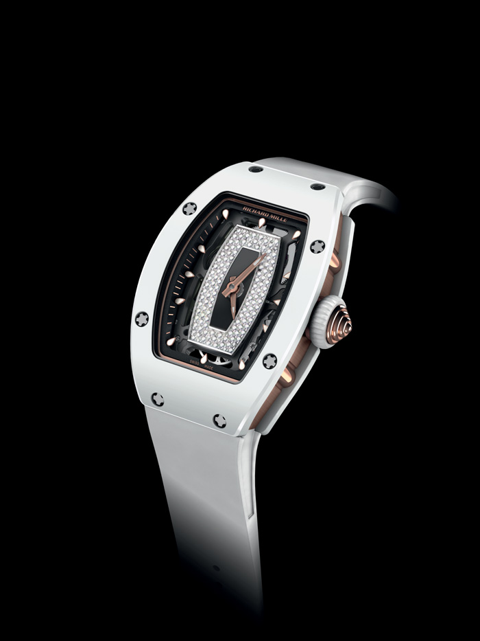 This version of hte RM07-01 is crafted in white AZT ceramic.