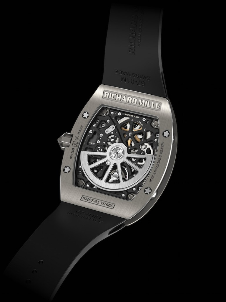 CALIBRE CRMA6: automatic skeletonized winding movement with hours, minutes, date and function indicator. It features a platinum rotor