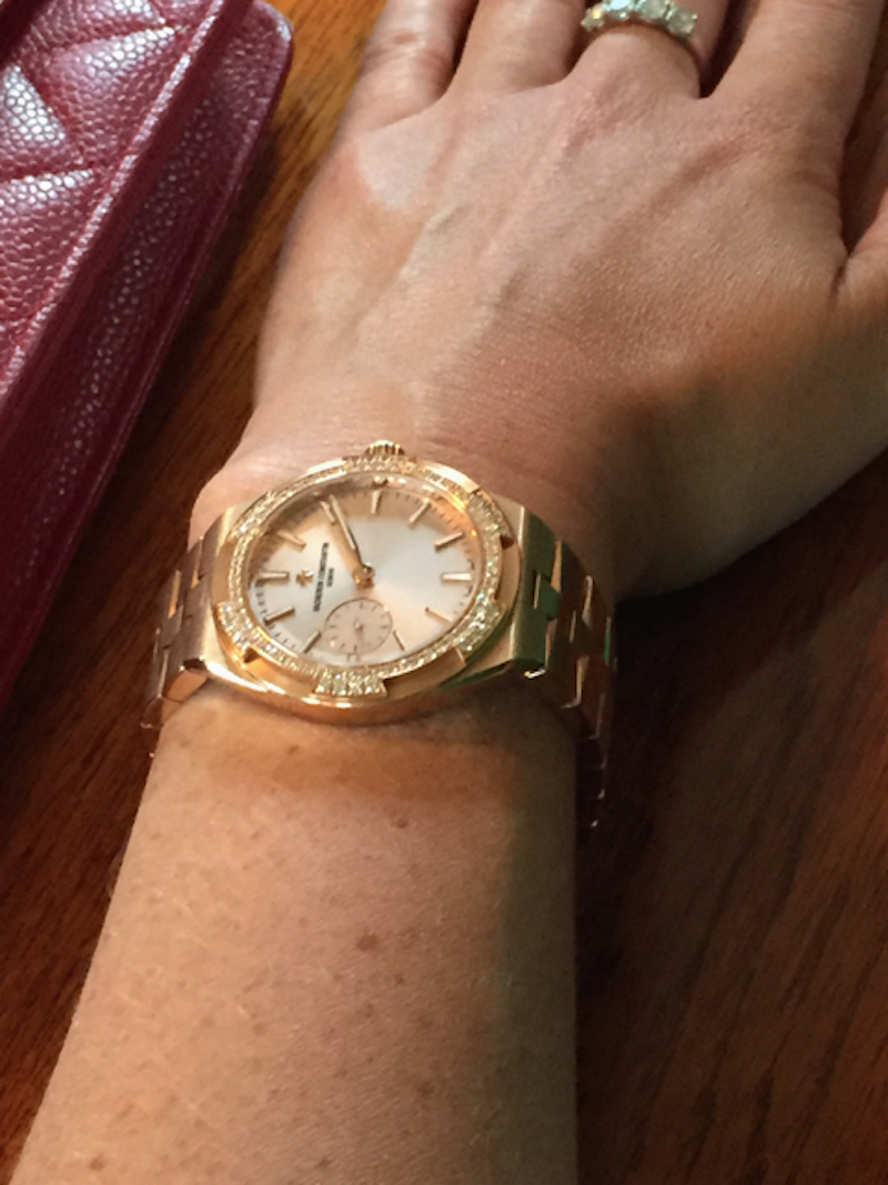 telling-time-elegantly-with-the-overseas-collection