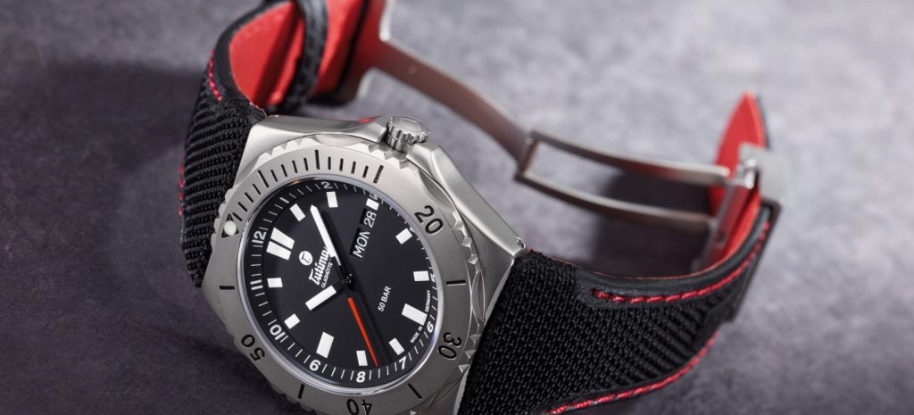 Tutima M2 Seven Seas with titanium case, automatic Caliber T 330. Pressure-tested to 50 bar. Unidirectionally rotatable bezel. Screwed back.