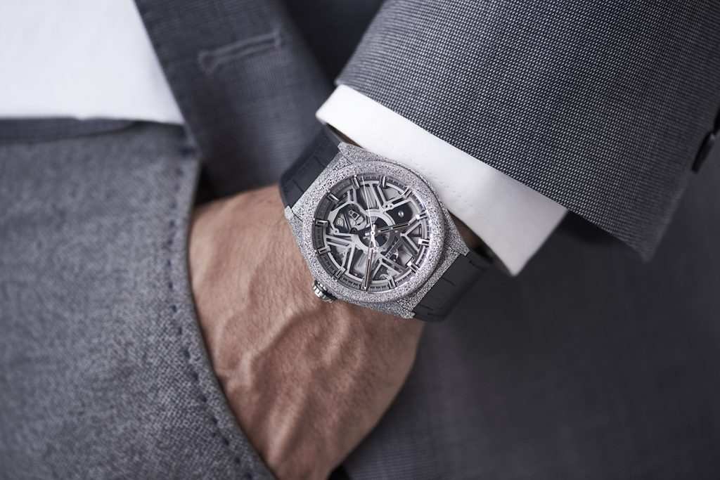 The case of the Zenith Defy Lab watch is made of Aeronith, ultra light aluminium composite case developed in conjunction with Hublot.
