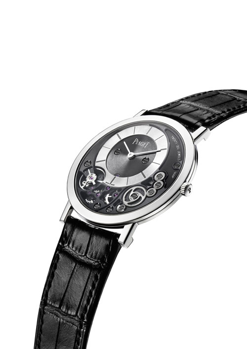 The caseback of the Piaget Altiplano 900P serves as the mainplate, and other components are carved from it in a seemless integration and an altered architecture.