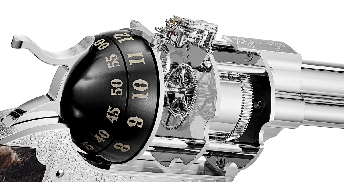 L'Epee, Unnamed Society, Revolver clock