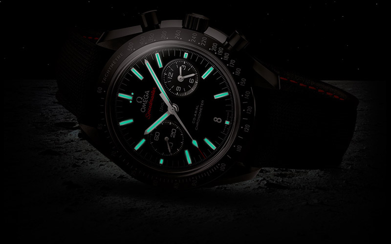 Thanks to special coatings, the time is highly visible in dark of night.