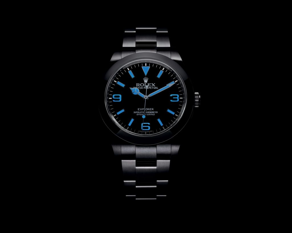 The watch offers a proprietary blue Chromalight luminescence.
