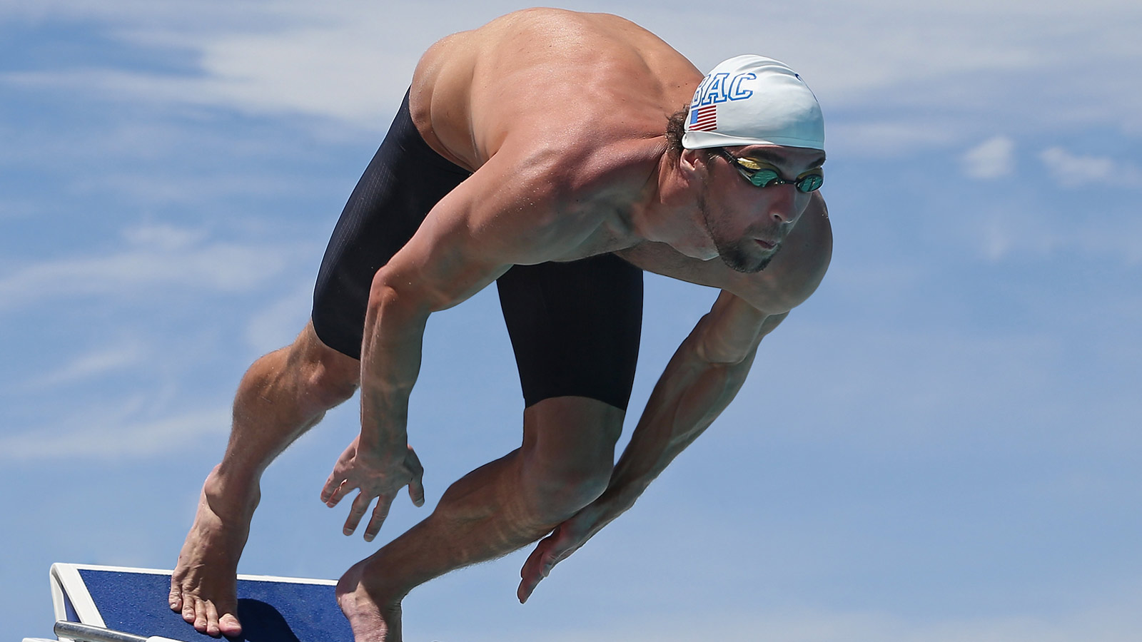 Michael Phelps dives in at Rio 2016