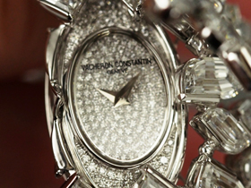 The Lady Kalla a Pampilles is set with 34.64 carats of diamonds, including flame cut stones. Even the dial hidden beneath the cover is diamond set.
