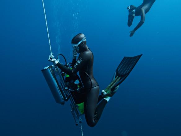 se_diver300m_divers_1600x1200
