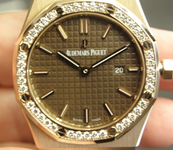 close up and personal with the Audemars Piguet Royal Oak