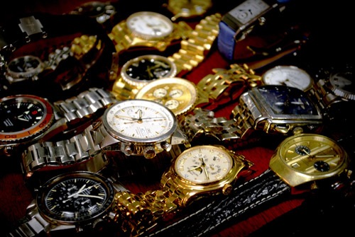 Crown & Caliber purchases luxury watches from individuals with hassle-free selling.